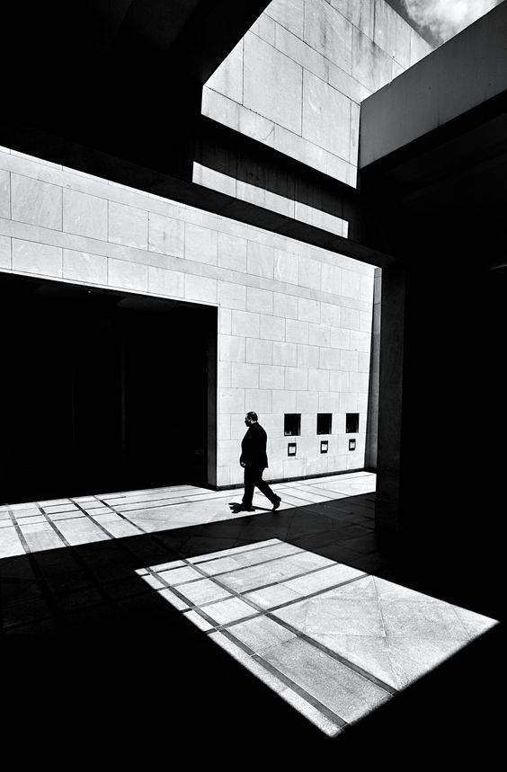 摄影师 Serge Najjar 的建筑光影艺术摄影作品。